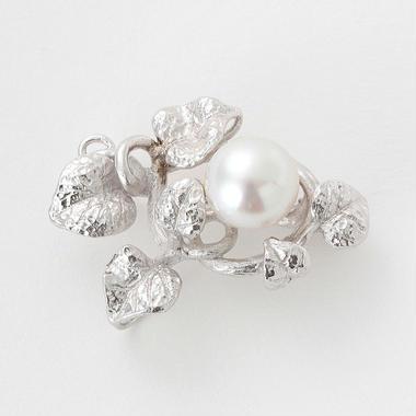 白蝶真珠のブローチ