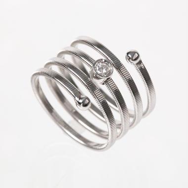 螺旋メレダイヤリング