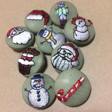 クリスマス柄 22mmくるみボタン(刺しゅう)   クリスマス限定緑色
