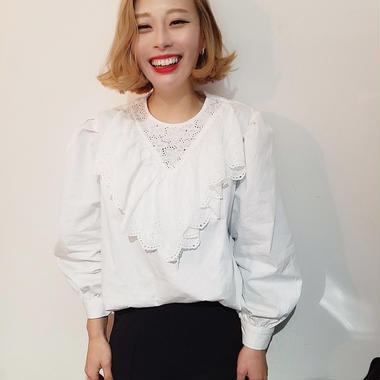 lase detail tuck blouse