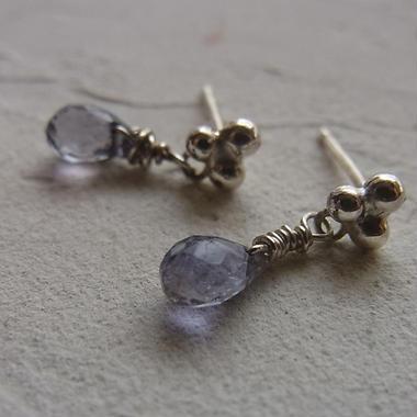 小さなpierced earring・・・アイオライト