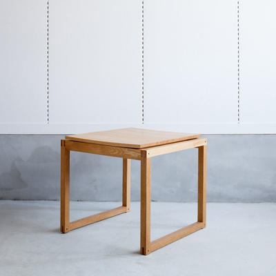 the Outline 03 stool