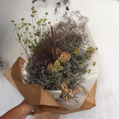 シックなドライフラワーの花束
