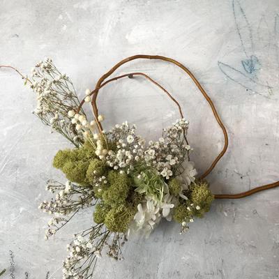 母の日 モスと霞草の枝みせリース