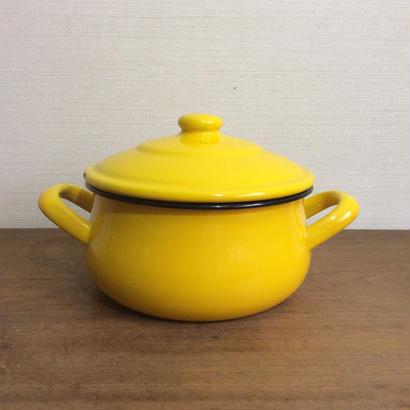 黄色の琺瑯鍋
