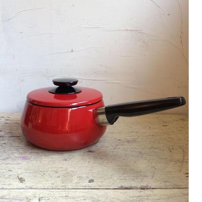 赤い琺瑯鍋