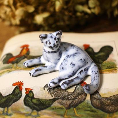 【受注制作】寝ころび猫のミニミニオブジェ(リボンつき)