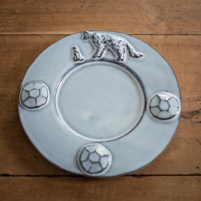 【受注制作】陶器のオブジェに遭遇した猫のデザートプレート 20センチ