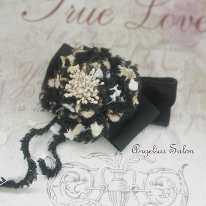 ふんわりお花の髪飾り ツィードの様な変わり糸で編んだコサージュのバレッタ。 エレガントな後姿に。ベロアリボン付