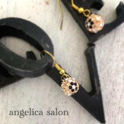 お誕生日に、キュートなサイズのお花のボールピアス。ゴールド・スワロフスキーピアス ブラックのお花模様 ・誕生日・ゴールド大人アクセサリー