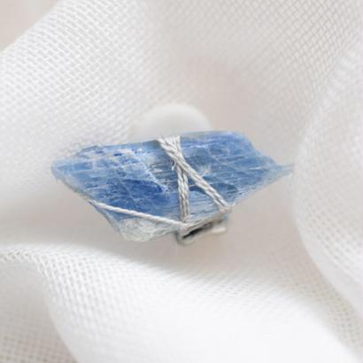 藍昌石の耳飾り「E」