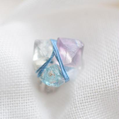 蛍石の耳飾り「H」