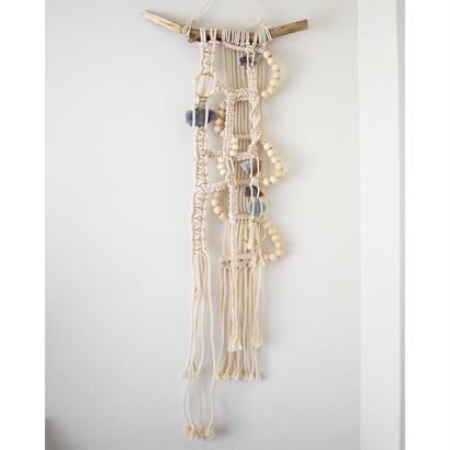 macrame 青い石と糸の模様