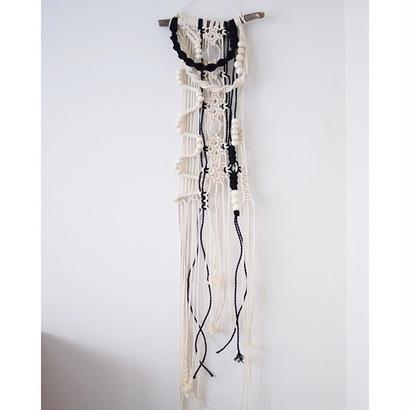 macrame tapestry 糸の模様と水晶