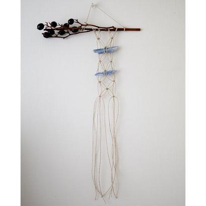 macrame tapestry 藍晶石とブラックベリー