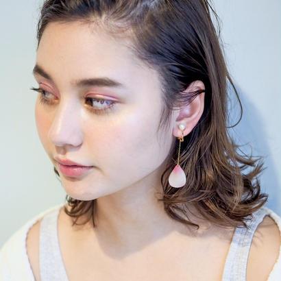 恋する花びら ピアス / イヤリング (パール)