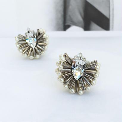 Peacock earring in pearl