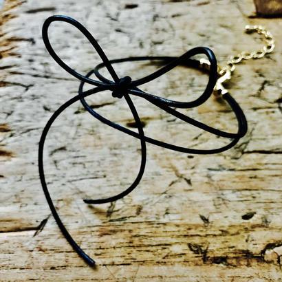 ブラック革紐リボンのアンクレット