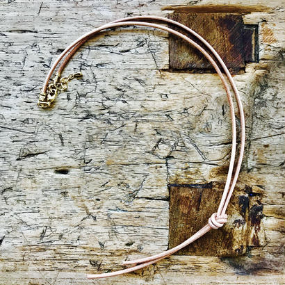 ナチュラルカラー革丸紐ネックレス
