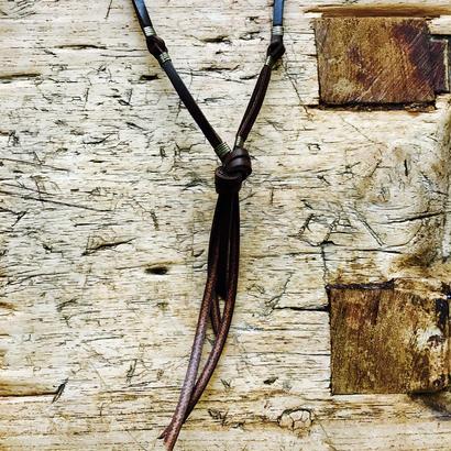 ブラウン革平紐2連結びネックレス