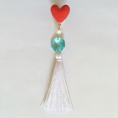 RED HEART WHITE TASSEL 片耳ピアス