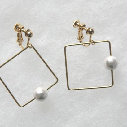 sikaku pearl earring [VE-002w]