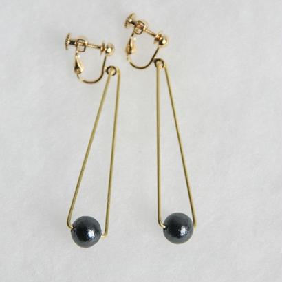 sankaku pearl earring long [VE-004b]