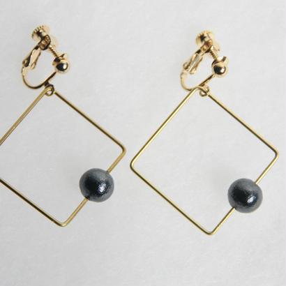 sikaku pearl earring [VE-002b]