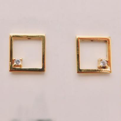 Square pierce with Diamond
