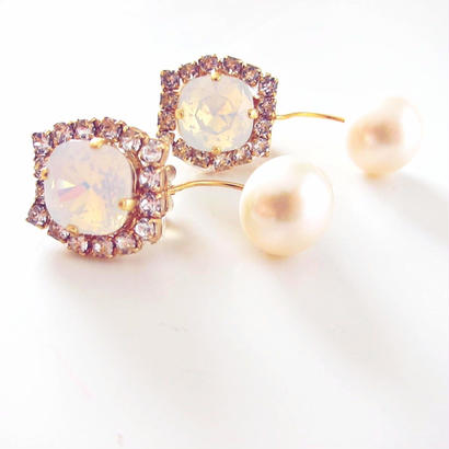 Snow White earring , Pierce  (White opal × fresh water pearl )
