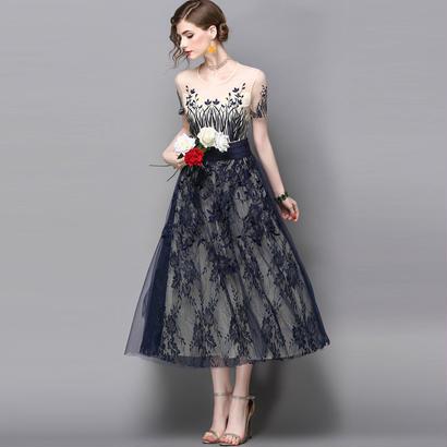 半袖シースルー花柄刺繍入りレースフレアドレス