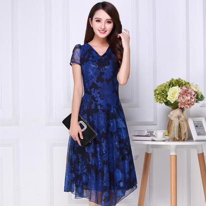 20代30代 青×黒が大人可愛い花柄ひざ丈ドレス