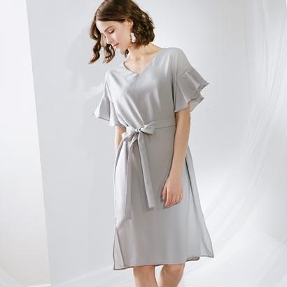 30代40代 フリルとリボンが可愛い大人の女性の上品キレイめドレス
