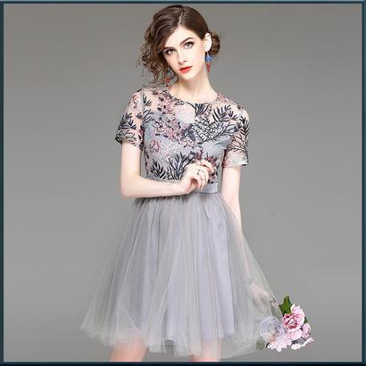 半袖シースルー花柄刺繍入りチュールドレス