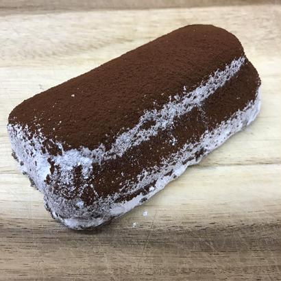シュトレン 濃厚なチョコレートとピエモンテチェリー、アニスとフルール・ド・セルを効かせて