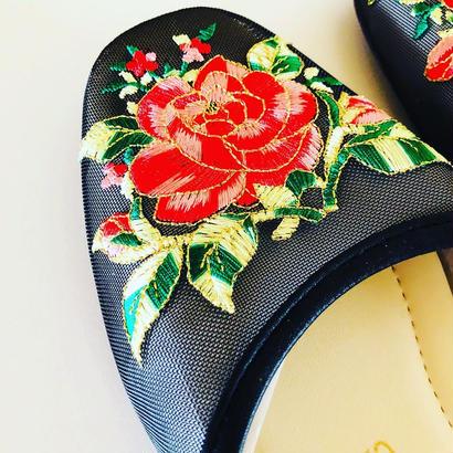 チャイニーズ刺繍のスリッパ