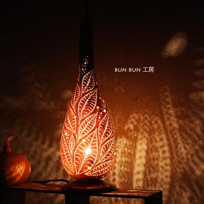 ひょうたんランプ--露に光る葉
