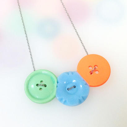Button necklace ボタンネックレス/三連・ミント×水色花型×蛍光オレンジ