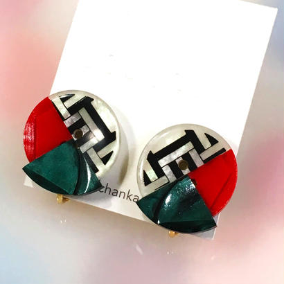 Button earrings ボタンイヤリング/3トーン・ジオメトリック×レッド×モスグリーン