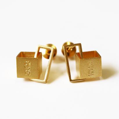 Cube / Gold ピアス
