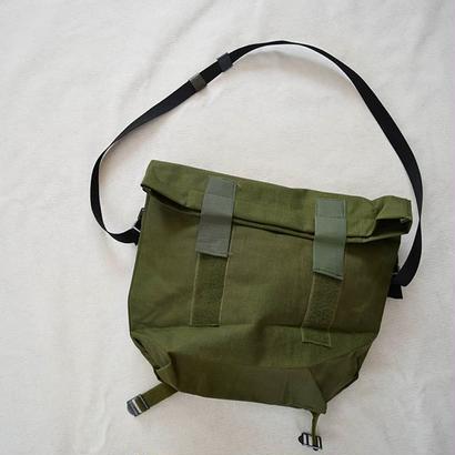 【日常使いしやすいサイズ感と機能性】DEADSTOCK デッドストック デンマーク軍  メッセンジャーバッグ オリーブ