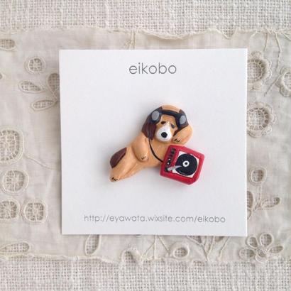 eikobo  |  レコードを聴く犬ブローチ