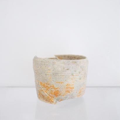 白化粧伊羅保釉鉢 - 大貫弘由岐