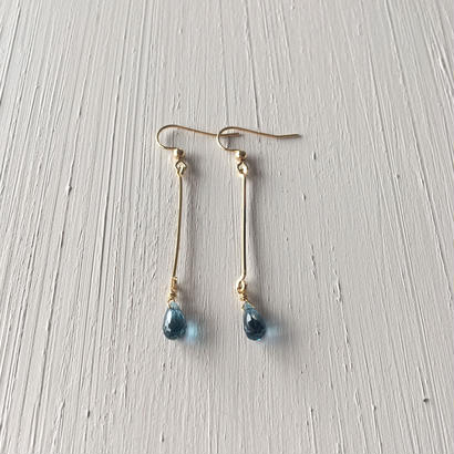 【14kgf】【11月誕生石】ロンドンブルートパーズの barピアス【November birthstone】London Blue Topaz  Line  earrings