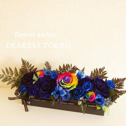 "LUXURY BOX ""Sept de bonheur"" 美しいブルーのお祝い花(ダイヤモンドローズ、レインボーローズ入り)"