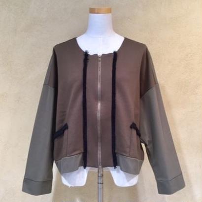 io(イオ)ノーカラージャケット