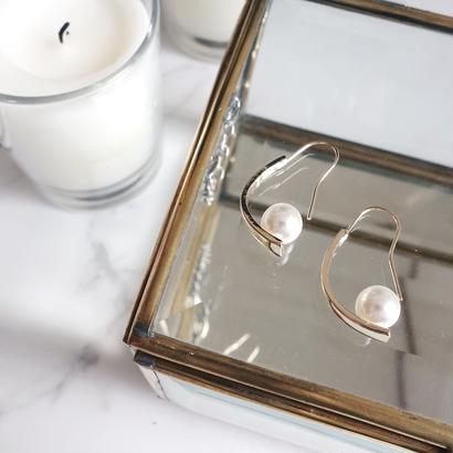 curve pearl pierce