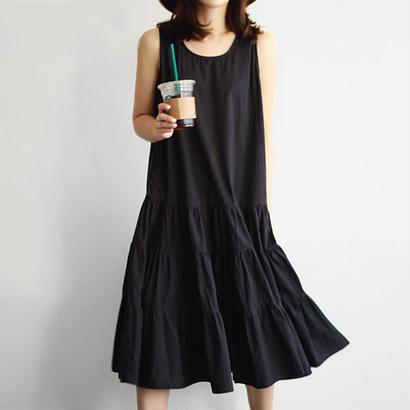 Sleeveless pleated Hepburn dress
