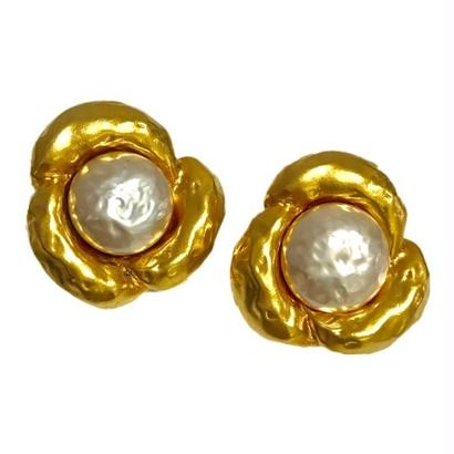 design pearl & gold earrings