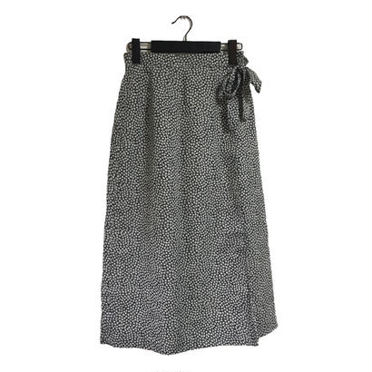 monotone flower design rolling skirt